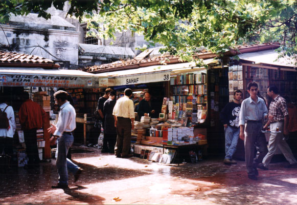 outdoor book market